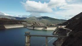 Opinião do zangão do reservatório de Atazar, Madri, Espanha imagens de stock royalty free
