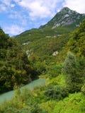 Opinião dos cumes: rio e única montanha Imagem de Stock Royalty Free