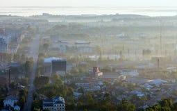 Opinião dos subúrbios da cidade de Lviv da manhã (Ucrânia) Imagens de Stock Royalty Free