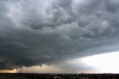 Opinião dramática do panorama da atmosfera de nuvens de tempestade Imagens de Stock Royalty Free