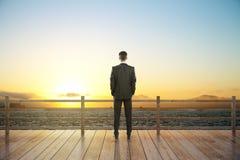 Opinião e homem de negócios do por do sol Foto de Stock Royalty Free