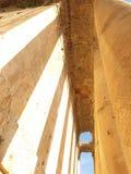 Opinião ensolarada do antike do ruine da coluna de Líbano Baalbek fotografia de stock royalty free