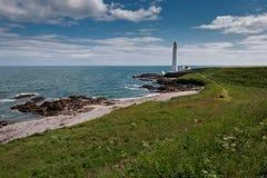 Opinião escocesa da costa leste no dia claro foto de stock