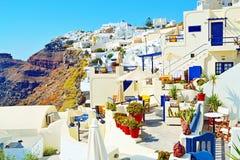 Opinião exterior Cyclades Grécia dos hotéis de luxo deliciosos da ilha de Santorini imagem de stock