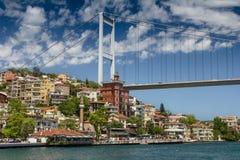 Opinião Fatih Sultan Mehmet Bridge que localed no passo de Bosphorus Istambul Turquia Fotografia de Stock