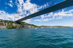Opinião Fatih Sultan Mehmet Bridge que localed no passo de Bosphorus Istambul Turquia Foto de Stock