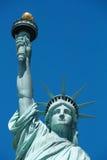 Opinião frontal da estátua da liberdade em um dia ensolarado em New York fotos de stock