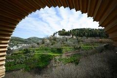 Generalife visto do Alhambra em Granada, a Andaluzia, Spain Fotos de Stock Royalty Free