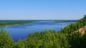 Opinião grande do rio do monte Fotografia de Stock Royalty Free