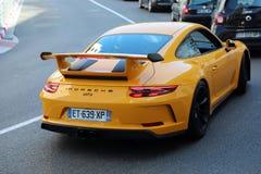 Opinião GT3 traseira amarela luxuosa de Porsche 911 imagem de stock royalty free