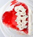 Opinião Heart-shaped do bolo de acima fotografia de stock