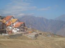 Opini?o Himalaia do alojamento da montanha de Uttarakhand da ?ndia foto de stock royalty free