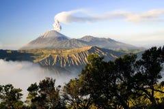 Opinião Indonésia do vulcão de Semeru Fotografia de Stock