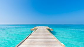 Opinião inspirada do mar e do céu com horizonte e cores de relaxamento Imagens de Stock Royalty Free