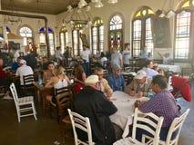 Opinião interna do kahve famoso do tas do café na ilha de Cunda Alibey, Ayvalik É uma ilha pequena no Mar Egeu do noroeste fora d Imagem de Stock Royalty Free