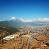 Opinião Jade Dragon Snow Mountain do pássaro no inverno fotografia de stock