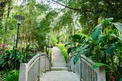 Opinião Kuala Lumpur Perdana Botanical Gardens, Malásia da ponte imagens de stock royalty free