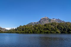 Opinião Lago Escondido em Circuito Chico - Bariloche, Patagonia, Argentina foto de stock