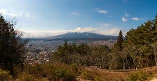 Opinião larga da paisagem de Fuji san pelo tiro do panorama Imagens de Stock Royalty Free