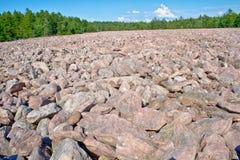 Opinião larga do campo de Boulder baixa fotografia de stock royalty free