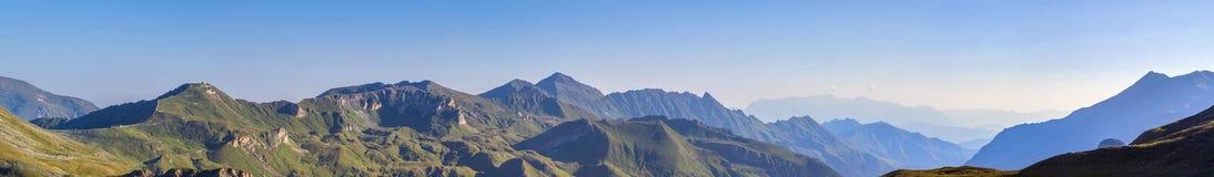 Opinião larga do panorama da manhã de Edelweissspitze Fotografia de Stock