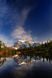 Opinião larga vertical do Mt Shuksan Foto de Stock Royalty Free