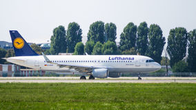 Opinião lateral de Airbus A320 Fotografia de Stock Royalty Free