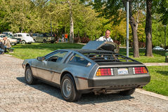 Opinião lateral de DeLorean DMC-12 Imagem de Stock Royalty Free
