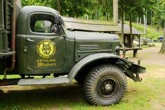 A opinião lateral histórica de caminhão de exército 6x6 do soviete ZIL 157 Foto de Stock Royalty Free