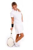 Opinião lateral o jogador ereto com raquete de tênis Fotografia de Stock Royalty Free