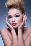 Opinião lateral uma mulher surpreendida da beleza Imagem de Stock