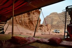 Opinião Lawrence House da barraca beduína, Wadi Rum, Jordânia Fotos de Stock Royalty Free