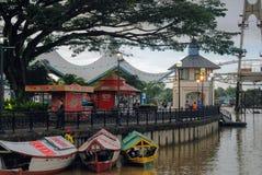 Opinião malaysia Bornéu do rio de Kuching imagens de stock
