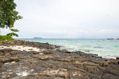 Opinião Maya Bay, ilha de Phi Phi, Tailândia, Phuket Fotografia de Stock Royalty Free
