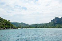Opinião Maya Bay, ilha de Phi Phi, Tailândia, Phuket Foto de Stock Royalty Free