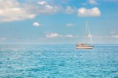 Opinião Maya Bay, ilha de Phi Phi, Tailândia, Phuket Imagens de Stock Royalty Free