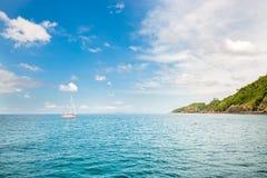Opinião Maya Bay, ilha de Phi Phi, Tailândia, Phuket Seascape da província de Krabi tropical da ilha Imagem de Stock