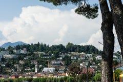 Opinião mediterrânea histórica da cidade de Ascona no lago Maggiore perto de Locarno no cantão de Ticino em Suíça fotos de stock