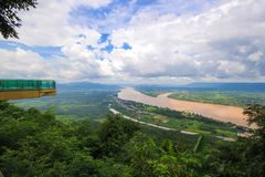 Opinião Mekong River da paisagem em Wat Pha Tak Suea em Nongkhai, Tailândia Imagens de Stock