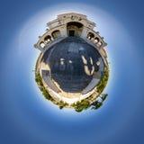 Opinião minúscula do planeta da igreja de Nossa Senhora a Dinamarca Encarnação em Leiria, Portugal imagens de stock royalty free