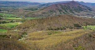 Opinião a montanha e o James River do purgatório Foto de Stock