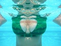 Opinião a mulher subaquática Fotografia de Stock Royalty Free