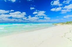 Opinião natural agradável da paisagem da ilha de Santa Maria Cuban, praia tropical, vista impressionante de convite lindo com obs fotografia de stock