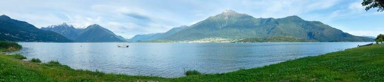Panorama do verão de Como do lago (Italia). Fotografia de Stock