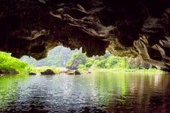 Opinião Ngo Dong River da gruta do cársico, Vietname fotografia de stock royalty free