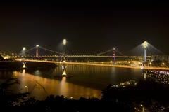 Opinião nigh de Hong Kong Tsing Ma Bridge fotografia de stock