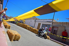 Opinião nivelada de competência da rua da motocicleta imagens de stock