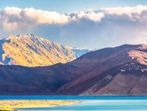 Opinião no moring, Ladakh do lago Pangong, Índia Fotografia de Stock