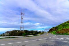 Opinião no Twin Peaks, San Francisco da torre de Sutro foto de stock royalty free