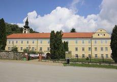 Opinião Novo Hopovo Monastery em Fruska Gora National Park, Vojvodina, Sérvia fotos de stock